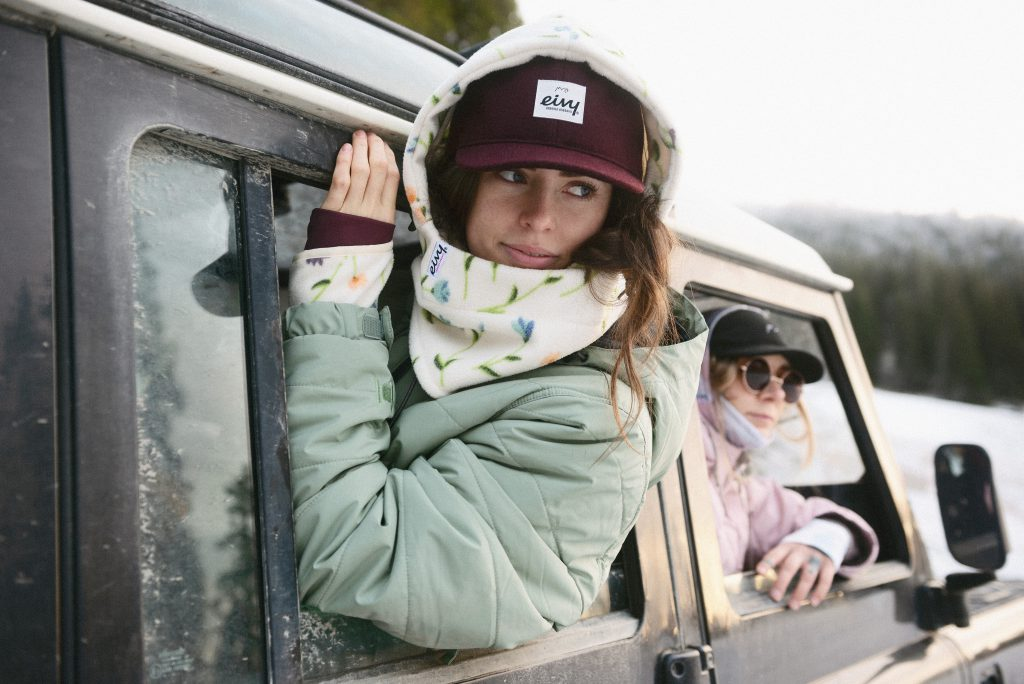 Outdoor fashion girls looking out of a car in Åre
